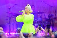 Pregnant Katy Perry Neon Green Dress Baby Bump