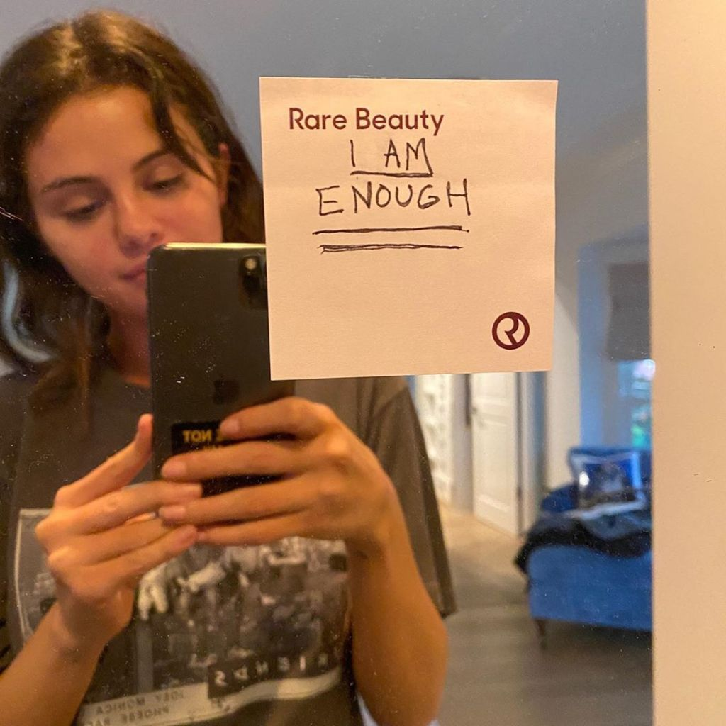 Selena Gomez Shares Makeup Free Selfie And Message About