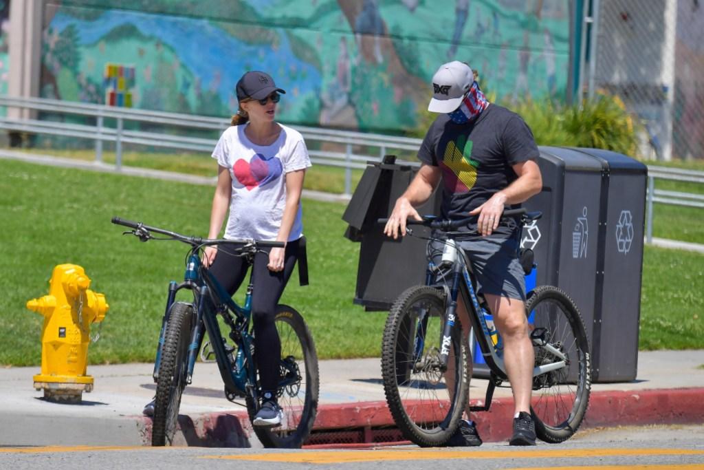 katherine-schwarzenegger-chris-pratt-bike-ride-quarantine-pregnant