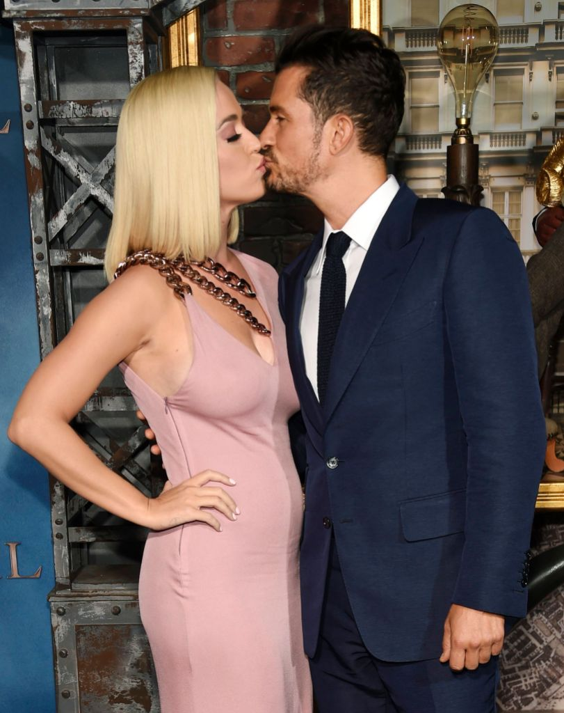 Singer Katy Perry Wears Mauve Dress and Kisses Fiance Orlando Bloom