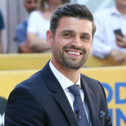 Bachelorette Contestant Peter Kraus Smiles in a Suit