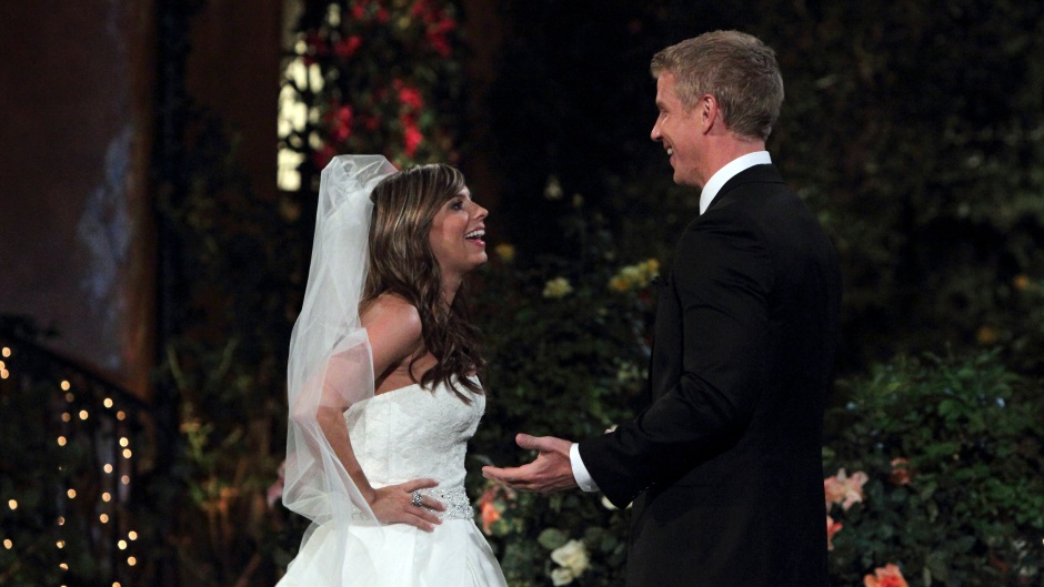 Bachelor Contestant Lindsay Yenter Wears a Wedding Dress on Night One of Sean Lowe's Seaon