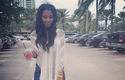 Bachelor Contestant Jubilee Sharpe Wears Jeans and White Flowy Top