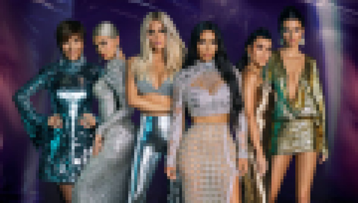 Kylie-Jenner-Is-the-Richest-Kardashian-Jenner-Cast-Photo