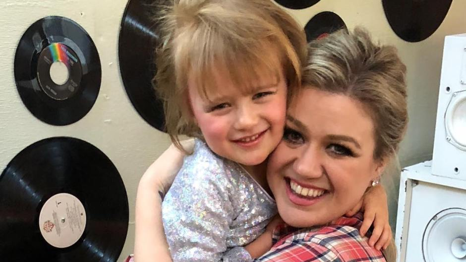 Kelly Clarkson Hugs Daughter River Rose