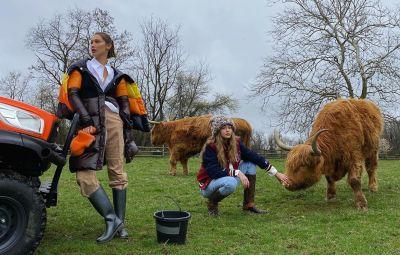 gigi-hadid-bella-hadid-inside-life-on-pennsylvania-farm