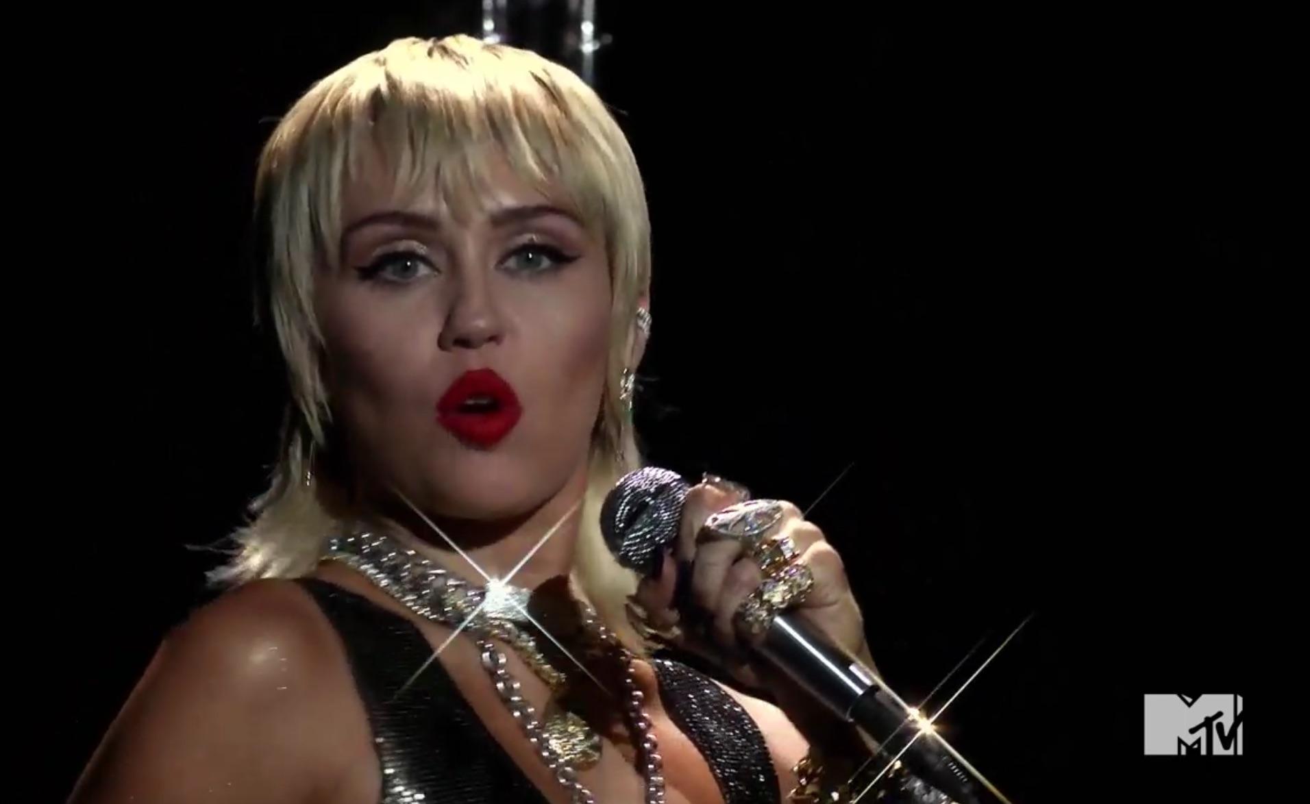 Miley Cyrus 2020 Vmas Performance Watch Her Ride Wrecking Ball