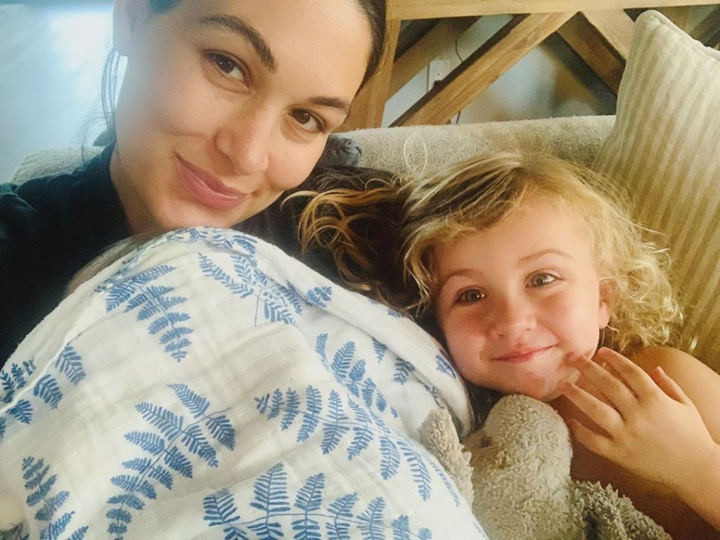 brie-bella-first-glimpse-newborn-son-daughter-birdie-selfie