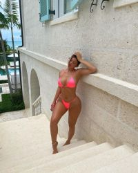 kylie-jenner-pink-bikini-23rd-birthday-trip