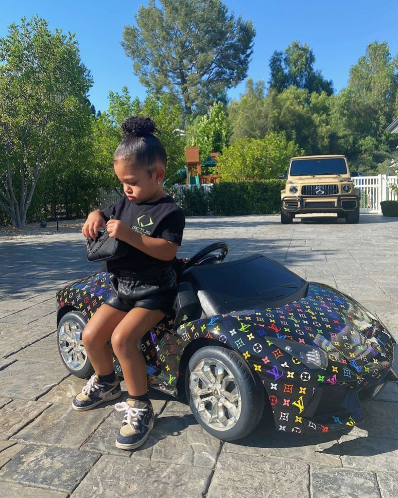 kylie-jenner-stormi-louis-vuitton-toy-car