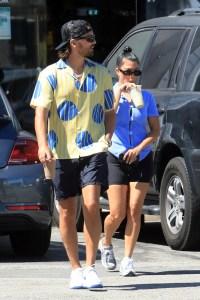 scott-disick-kourtney-kardashian-shopping-together-malibu