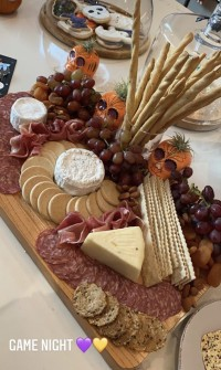 KYLIE-jenner-cheese-meat-plate