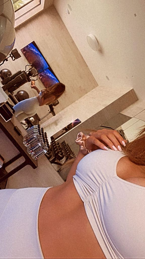 Kylie Jenner Snaps a Workout Selfie in Her Amazing Home Gym