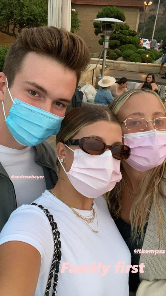 Sofia Richie Relaxes With Friends on Labor Day