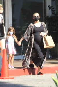 Pregnant Ashlee Simpson showing off baby bump