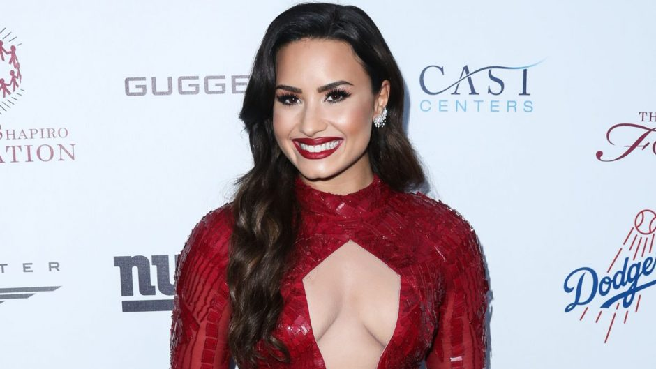 demi-lovato-new-neck-tattoo-after-engagement
