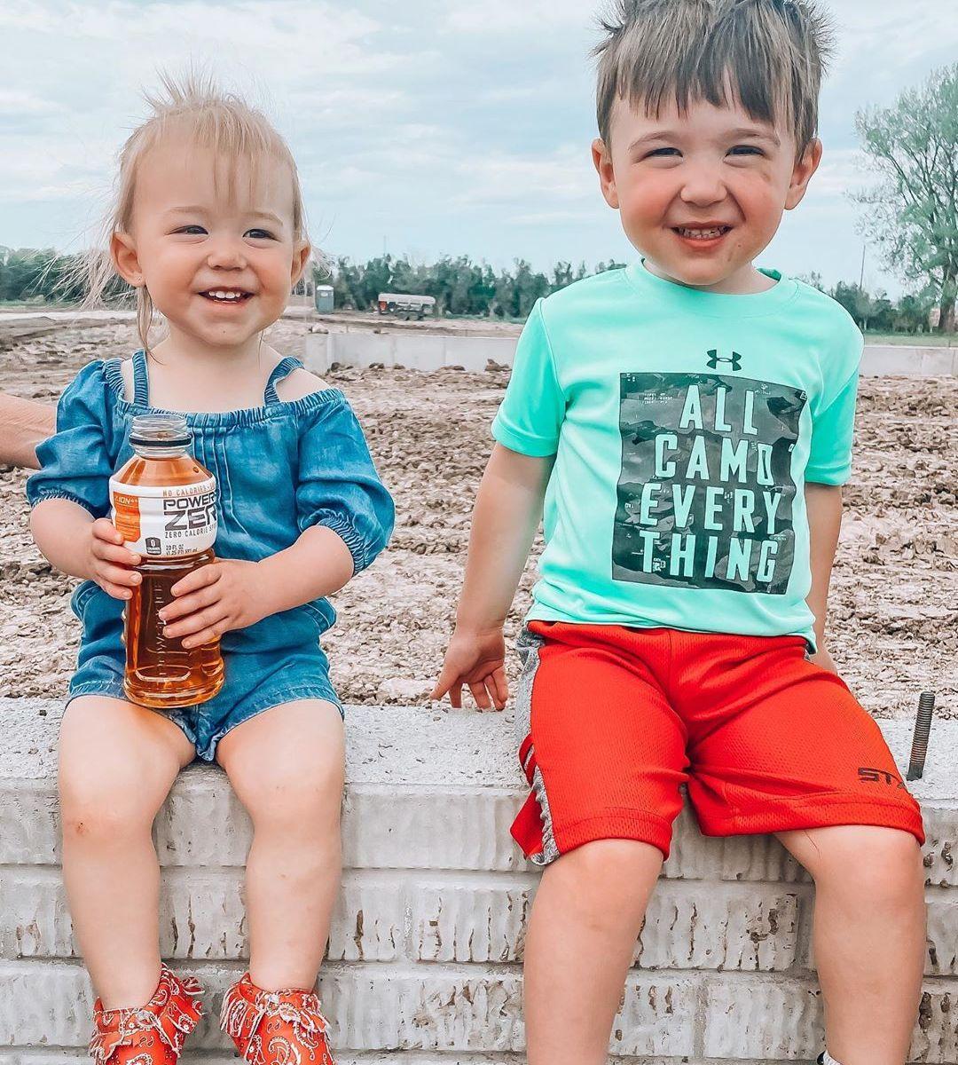 Chelsea Houska Gives Tour Of Farm Home With Cole Deboer Photos