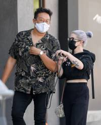 kelly-osbourne-shows-off-toned-tummy-amid-weight-loss