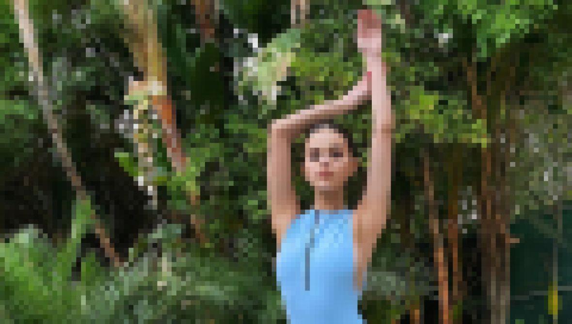 Selena Gomez Shows Kidney Transplant Scar in Swimsuit Photo