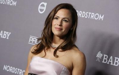 Jennifer Garner Denies Pregnancy, 'Possibly' Gained 'COVID-19'