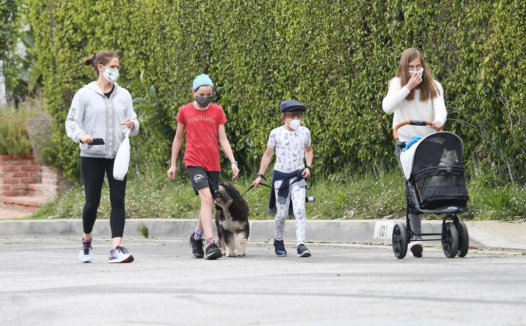 Jennifer Garner out with Kids Violet Seraphina and Samuel