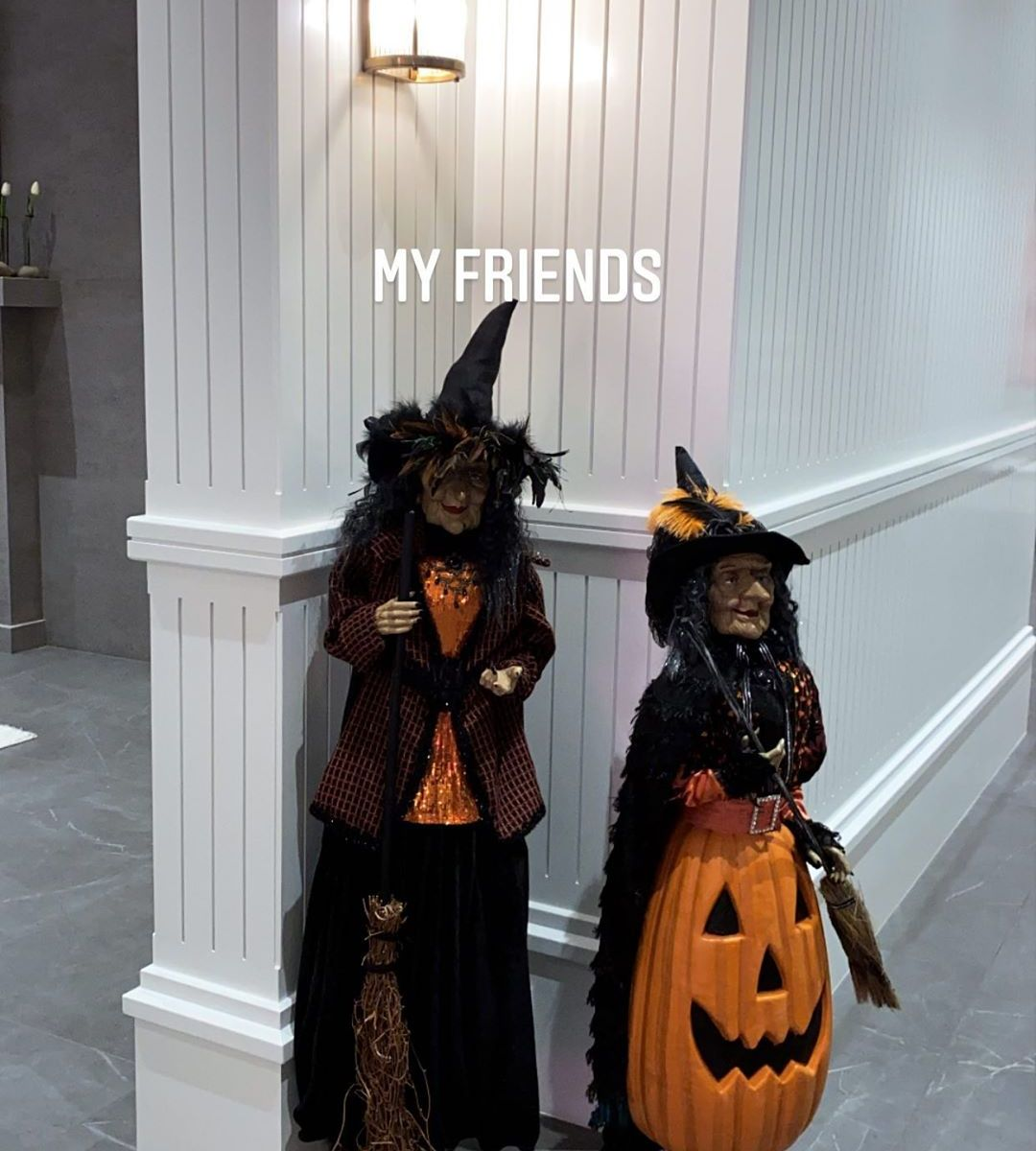 Decoration Halloween Tati.Kylie Jenner S Halloween Decorations See Her Festive Home