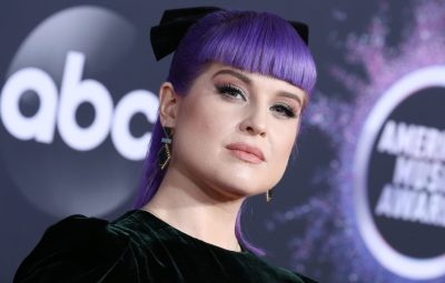 kelly-osbourne-shows-off-tiny-waist-during-fitting
