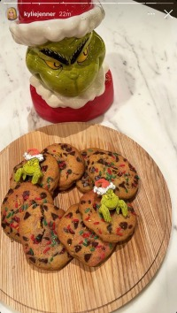 kylie-jenner-food-diet-christmas-cookies-the-grinch
