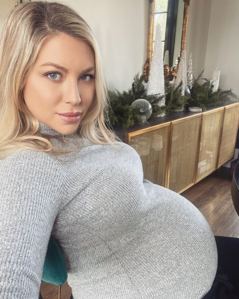 Stassi Schroeder Shows Christmas Decorations and Tree: Photos 1