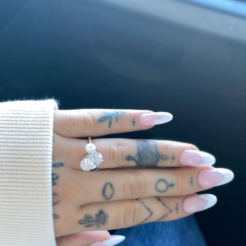 Ariana Grande Engagement Ring From Fiance Dalton Gomez