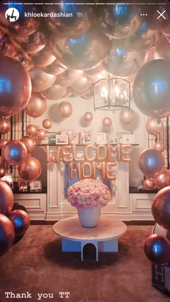 tristan-surprises-khloe-with-welcome-home-balloons-after-turks-and-caicos-jan-2021