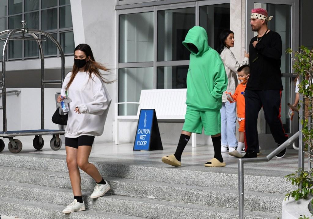 Scott Disick and Amelia Gray Leave Miami With His Kids: Photos 7