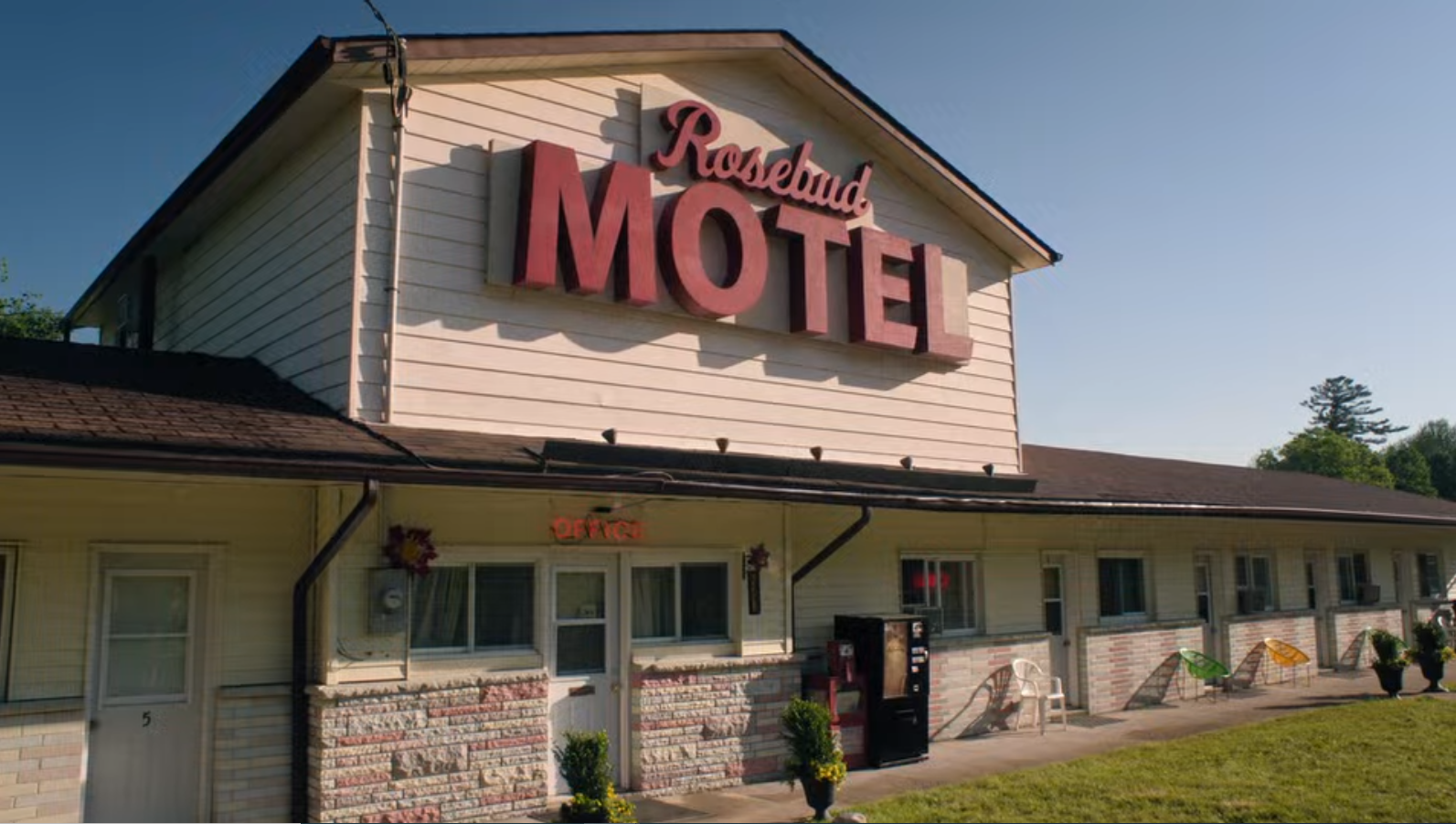 The 'Schitt's Creek' Motel Is For Sale: Photos of the Real Rosebud!