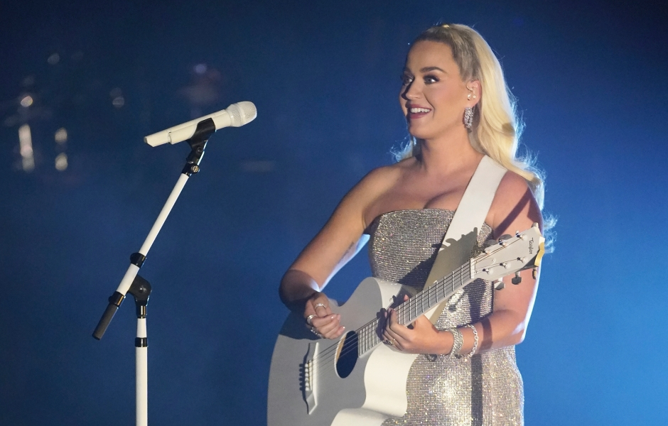 Katy Perry American Idol Outfits Season 19