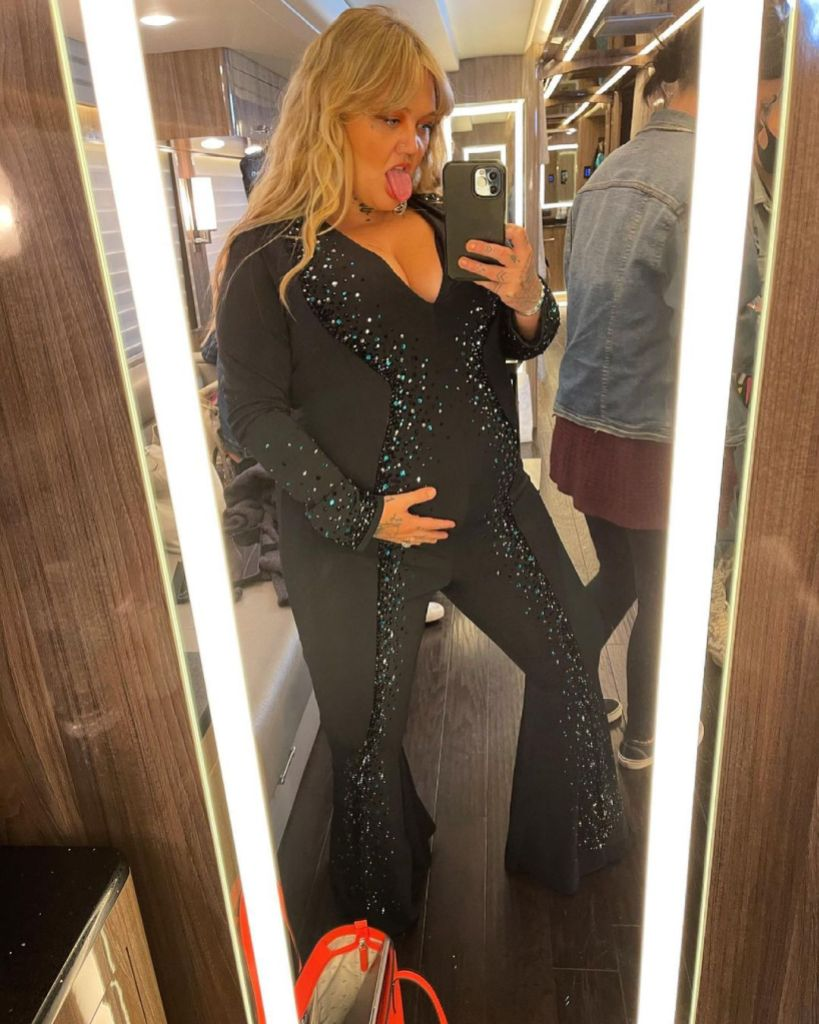 Is Elle King Pregnant? Country Singer Flaunts Baby Bump