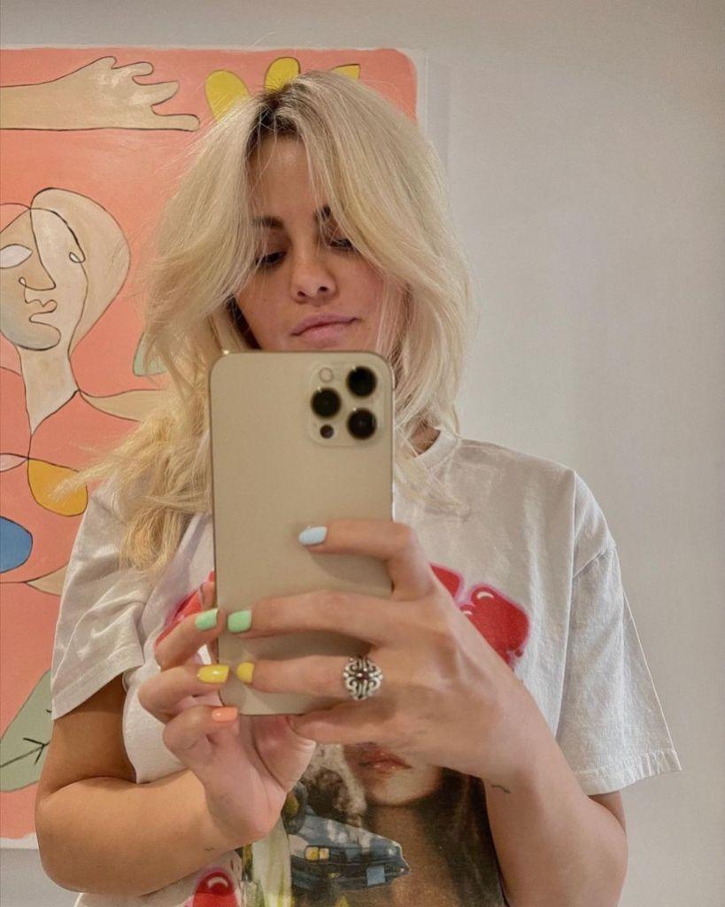 selena-gomez-new-blonde-hair-april-2021