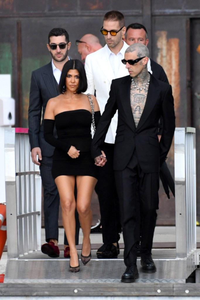 kourtney-kardashian-black-dress-fashion