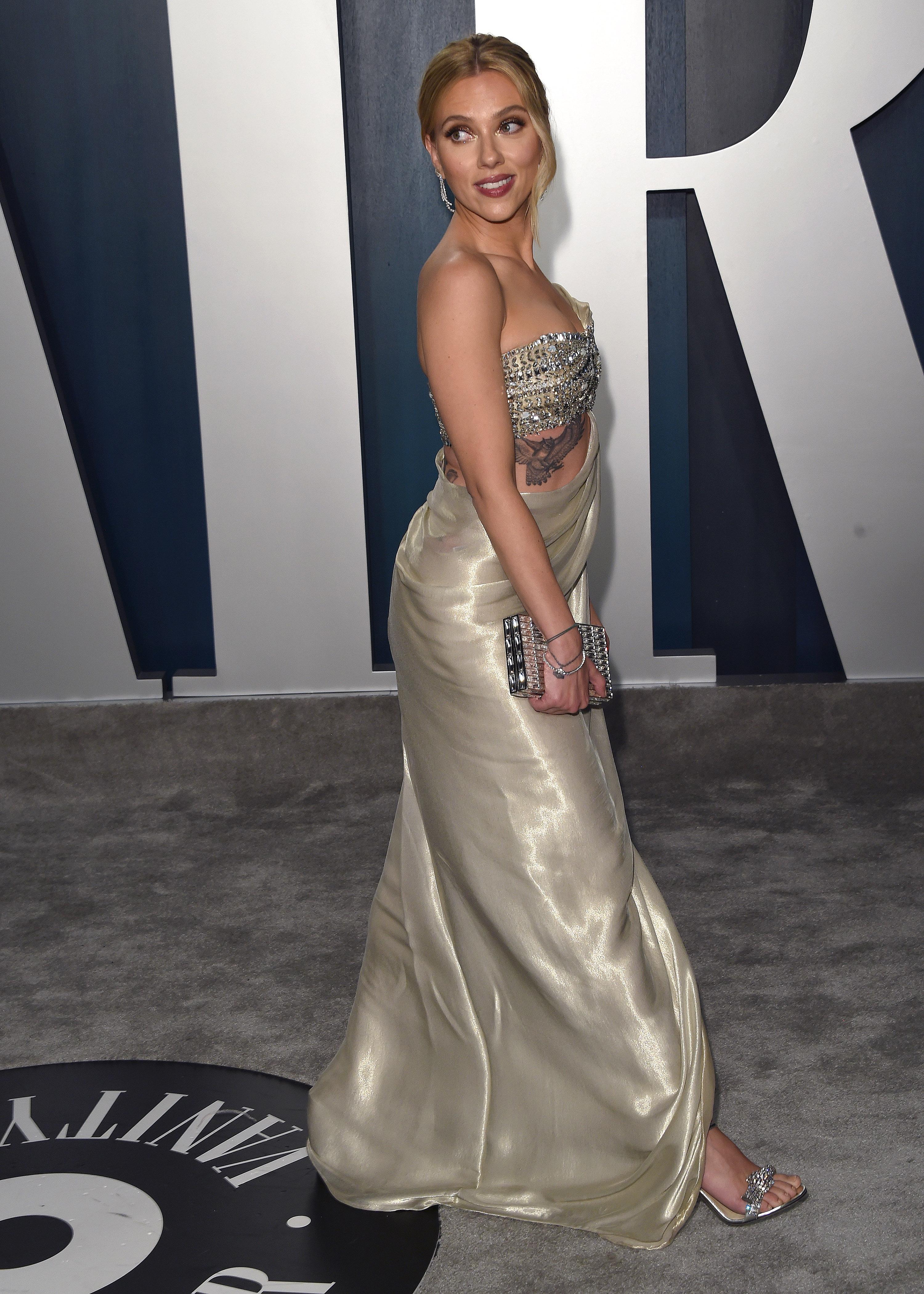 Johansson how scarlett weigh does much Scarlett Moffatt