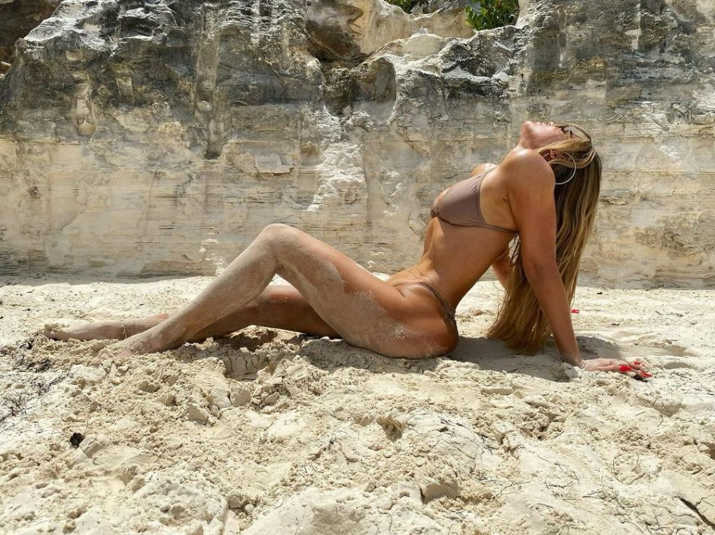 Khloe Kardashian Bikini Photo