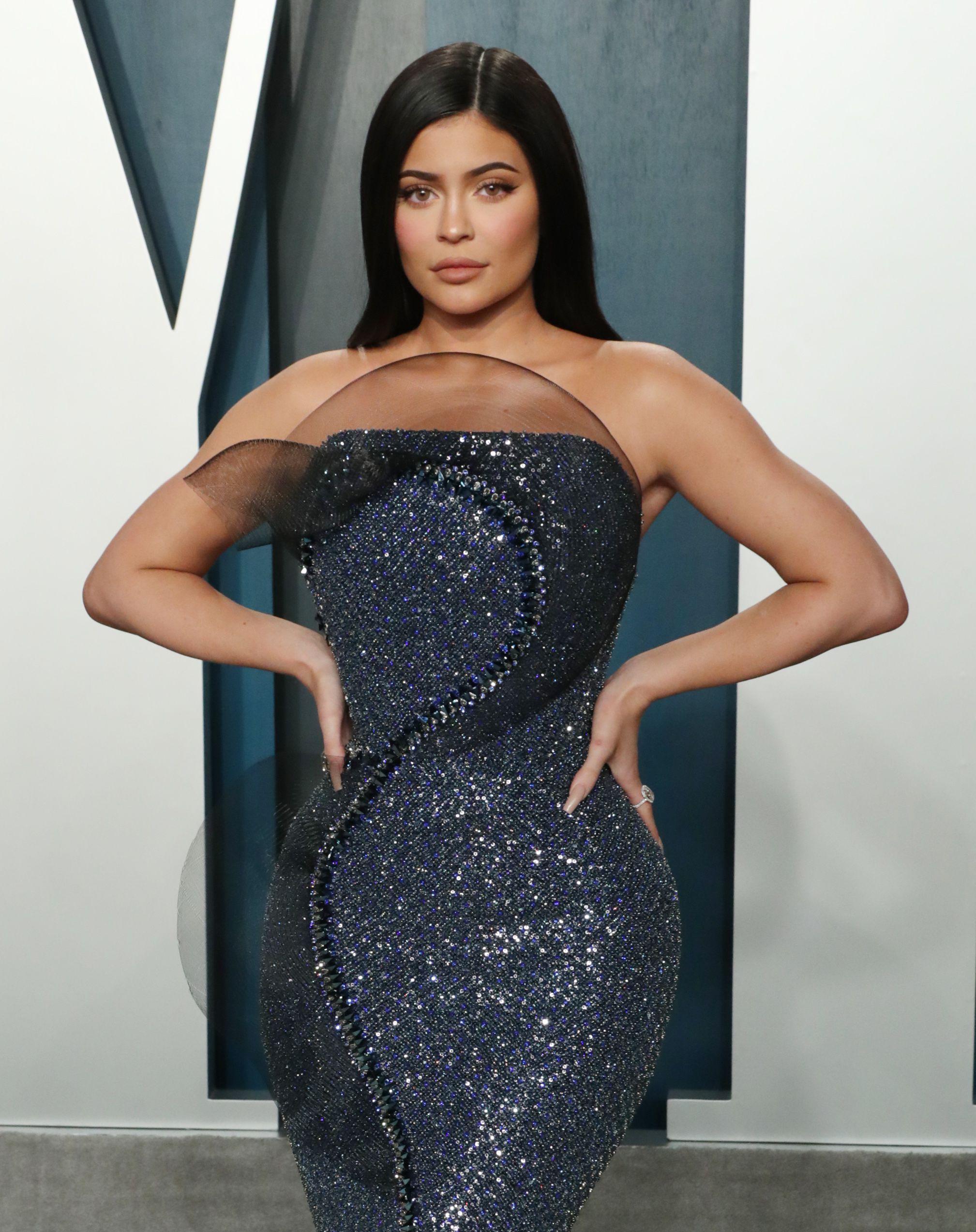 Is Kylie Jenner Having a Boy? Drops Blue Heart Pregnancy Clue