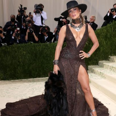 Making a Statement!Jennifer Lopez Walks the 2021 Met Gala Red Carpet Without Ben Affleck