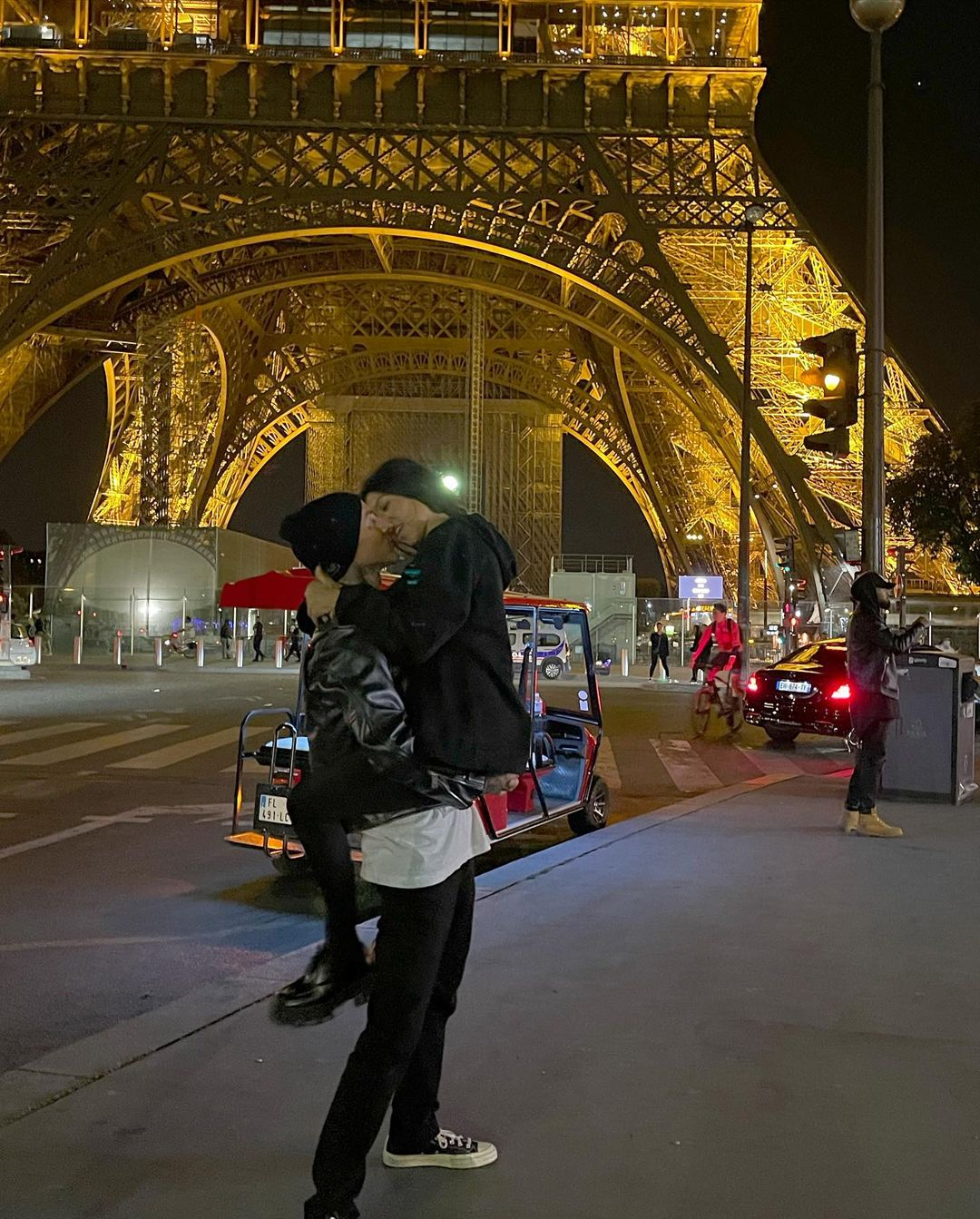 Travis Barker Shares Intimate Photos With Kourtney Kardashian From Paris Trip Amid Scott Disick Drama 4